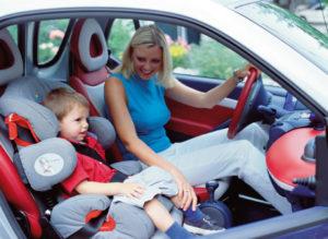 Перевозка ребенка на переднем сиденье