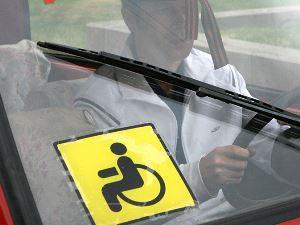 Опознавательный знак «Инвалид» на автомобиле по ПДД