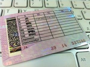 Чем отличаются водительские права на автомат и механику?
